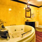 Bathroom on Paradise Suite