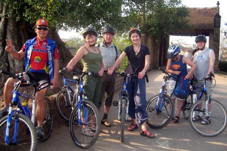 Bike to Duong Lam Village