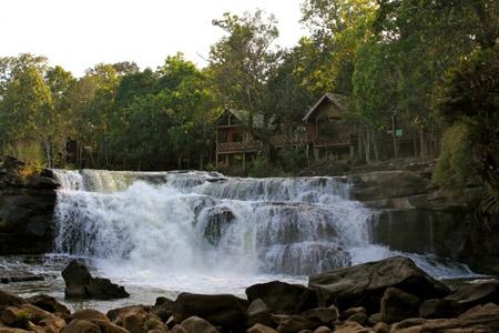 Bolaven Plateau - Tad Lo Waterfall