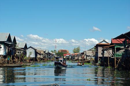 Kompong Phlukk floating vilalge
