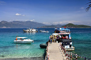 Nha Trang View Coral Reefs by Glass Bottom Boat Trip – Full Day