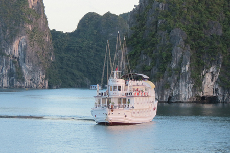 Paloma Cruise Halong Overview