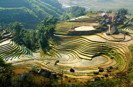Vietnam Mountain to the Bay Tour -7 Days