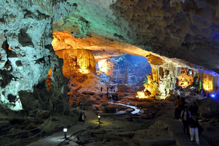 Sung Sot Cave, Halong