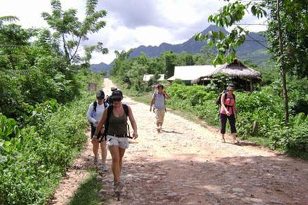Trekking to Sai Village