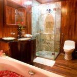 Valentine Cabin Valentine bathroom