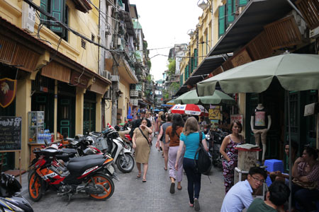 Walking to Hanoi Old Quarter
