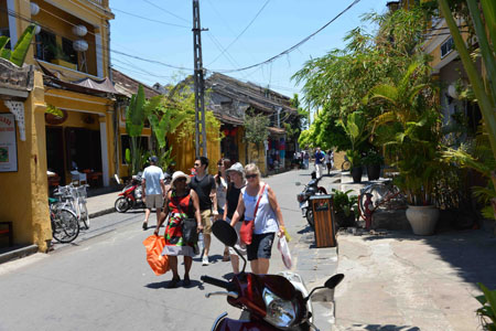 Walking tour in Hoi An Ancient Town
