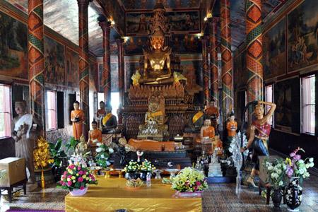 Wat Phnom Temples in Phnom Penh