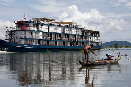 Jayavarman Cruise in Phnom Penh 02